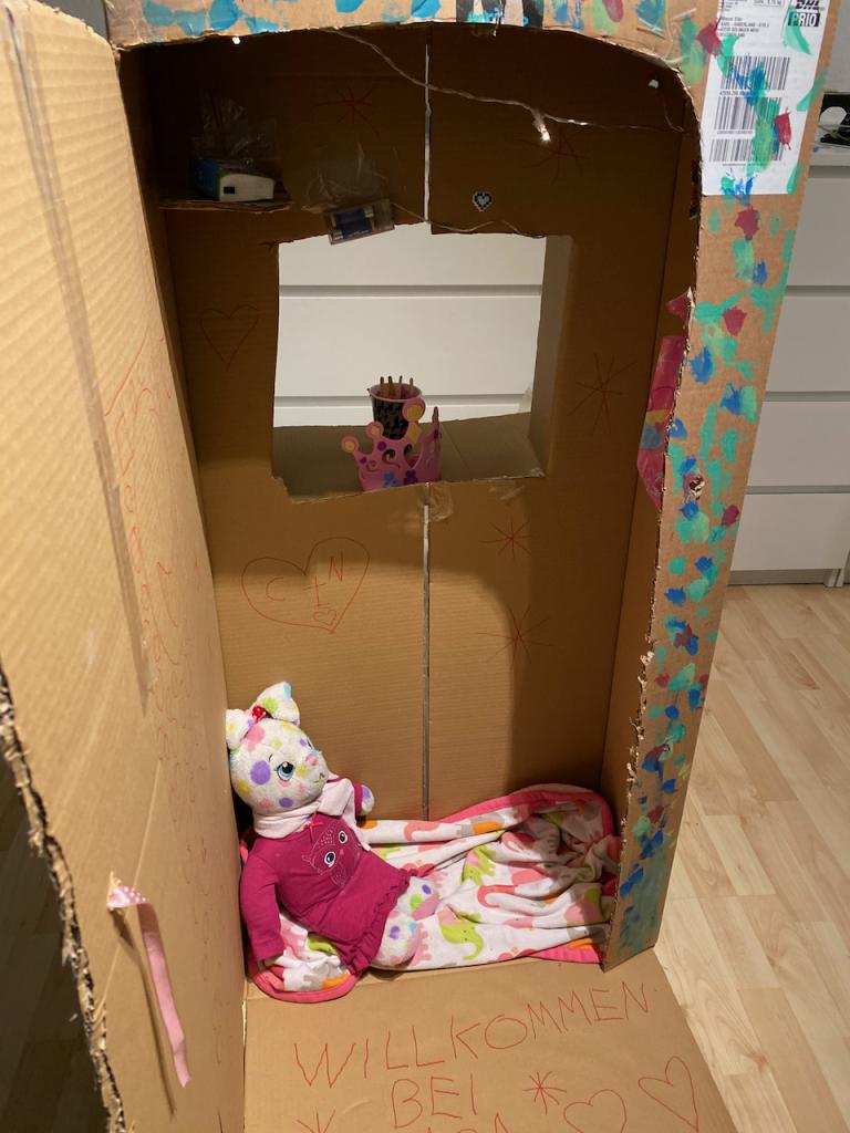 Kreaktivität der Kinder in Zeiten von Corona - Papphaus - Videoleben