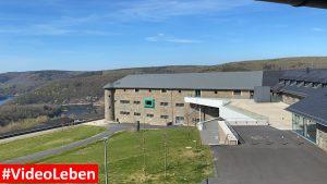 Festung von der Seite - ehemalige NS-Ordensburg Vogelsang im Nationalpark Eifel - Videoleben