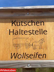 Haltestellenschild in Wollseifen - lost places - Geisterdorf im Nationalpark Eifel - Videoleben