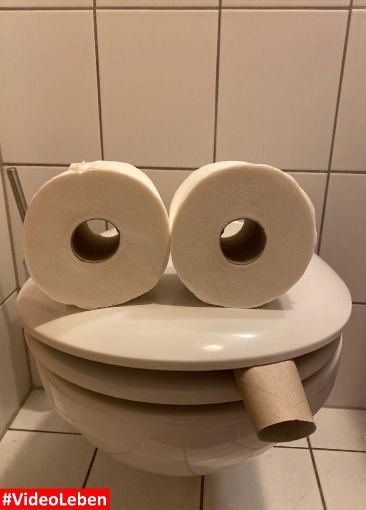 Toilette mit Klopapier Toilettenpapier Gesicht - Videoleben