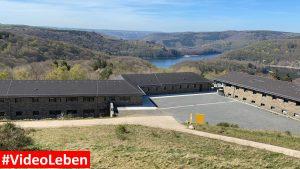 erhöhter Blick auf die Urfttalsperre - ehemalige NS-Ordensburg Vogelsang im Nationalpark Eifel - Videoleben