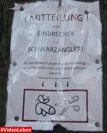 witziges Hinweisschild beim Rudi-Hoffmann-Pfad am Angelsee am bei Eibach im oberbergischen Land - Videoleben