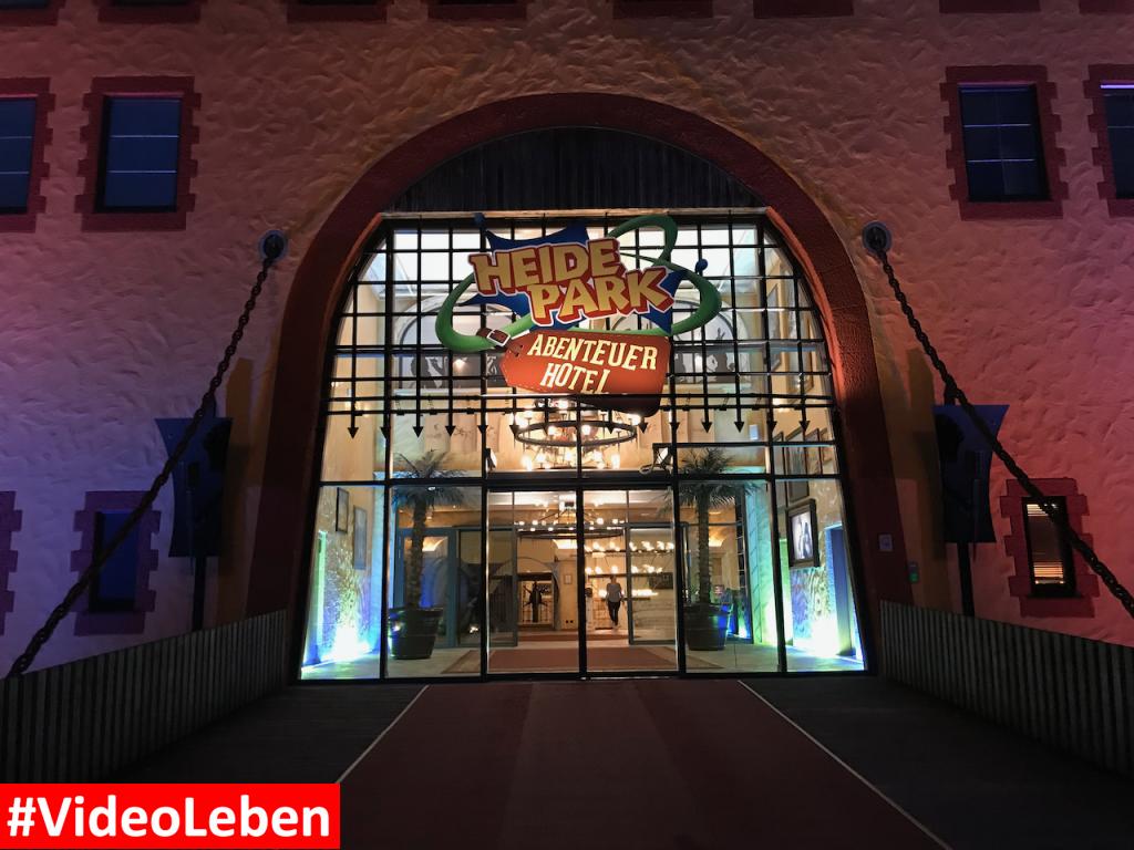 Abenteuerhotel Eingang Nachts - Heide-Park Resort Soltau #Videoleben